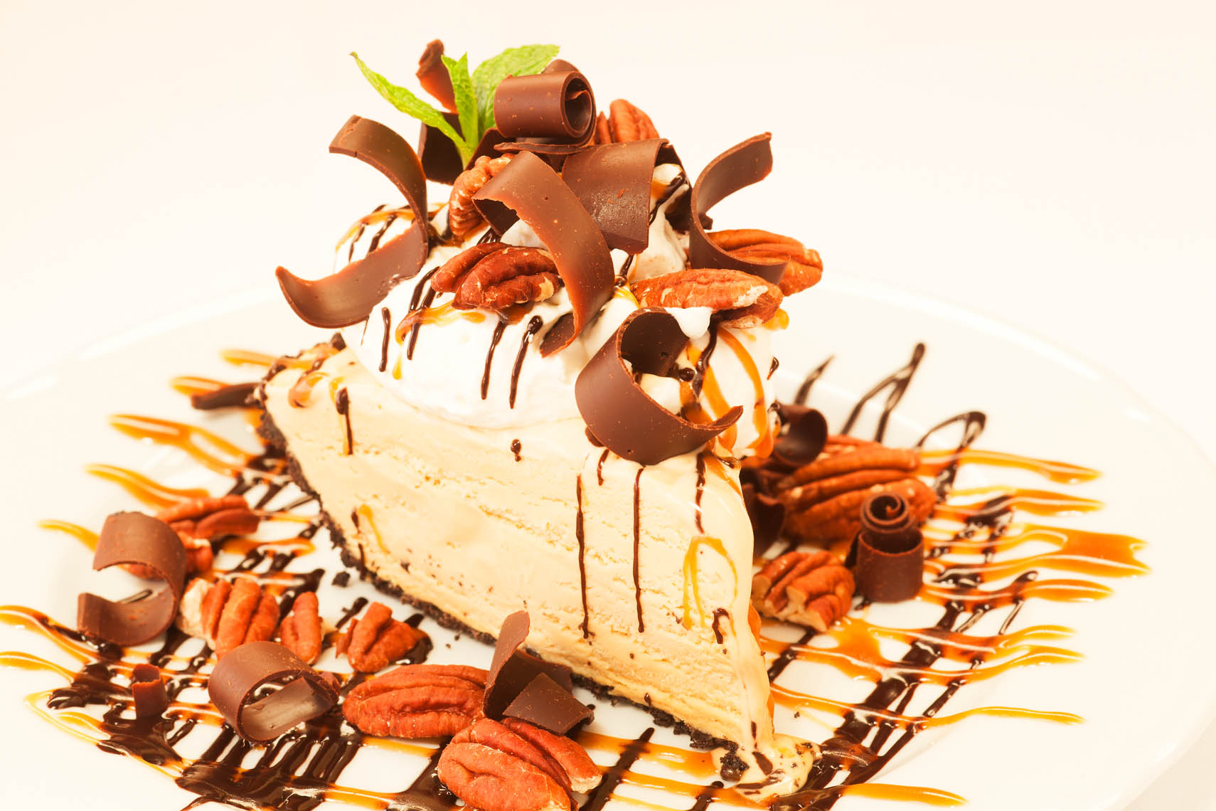 mud pie with Kahlua-caramel sauce, chocolate shavings and pecans