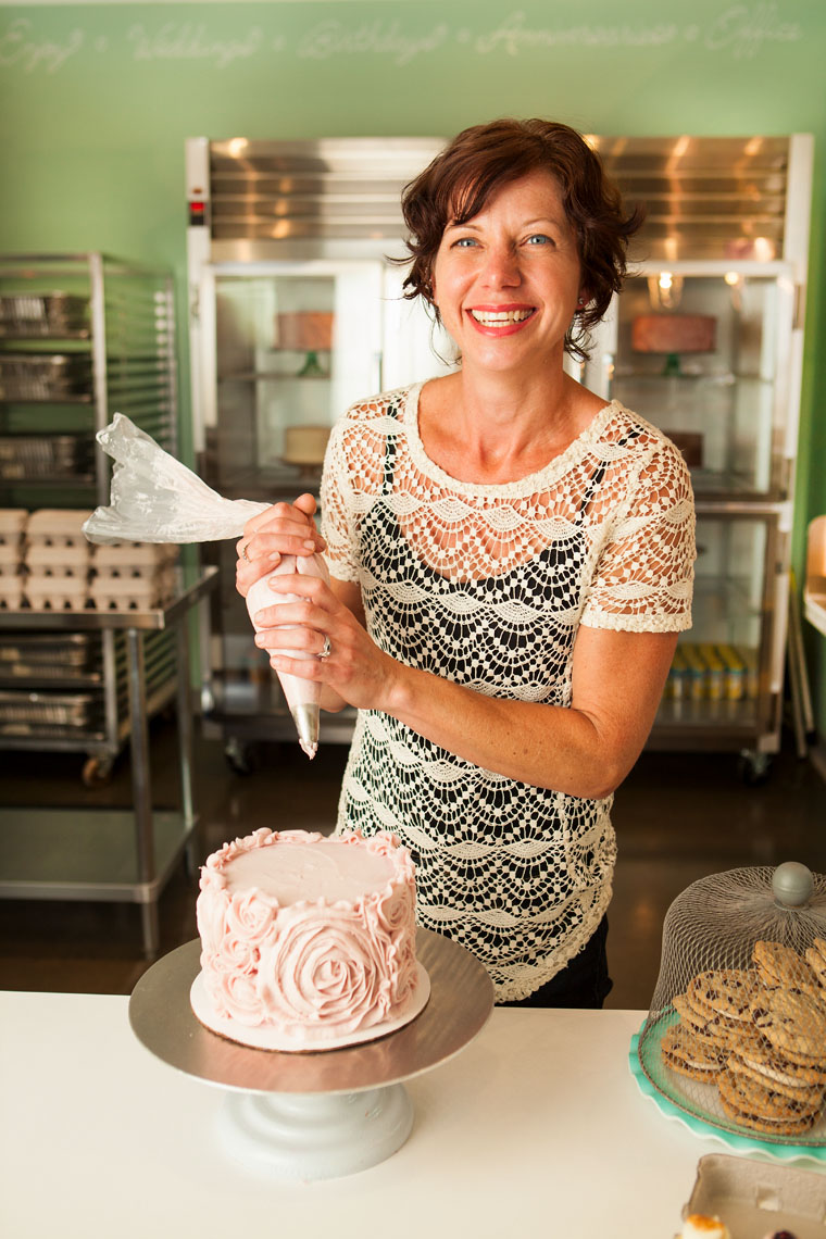 Amber Vander Vliet decorates a cake